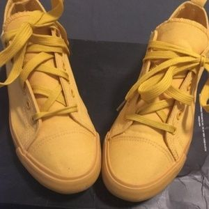 💛PreOwned Yellow Casual Sneaker💛